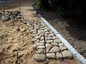 Weg aus Naturstein
